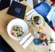 Win een lunch voor twee en tickets voor Wet 'n Wild Beachfestival bij Maggie Blue