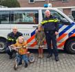 Hartverwarmend: door initiatief wijkagenten wordt vernielde loopfiets van jongetje (2) vervangen